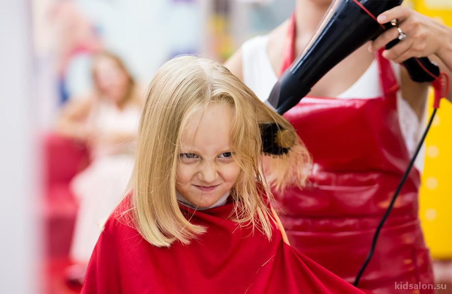 Что делать, если ребенок боится парикмахера?