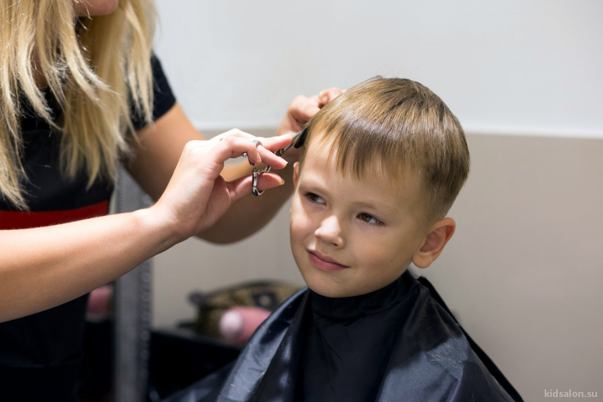 Как подготовить ребёнка к походу в парикмахерскую?